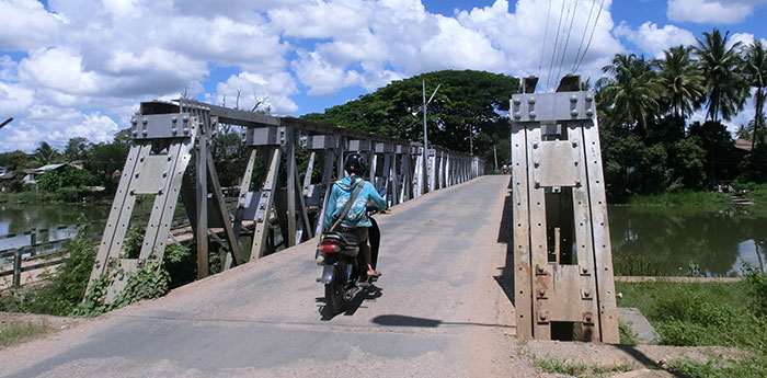 "Photo 1: A bridge in the state capital of Loikaw built by the Japanese army during World War II is still used today. The locals call it ""Japan Bridge"" (Japan Dadah). (Photo by the author.)"