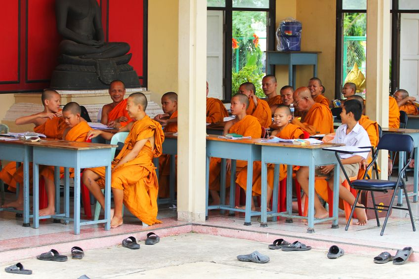 buddhist_monks_learning