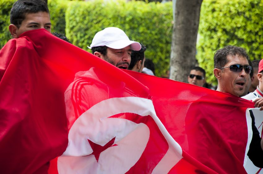 Tunisia_marchers_flag